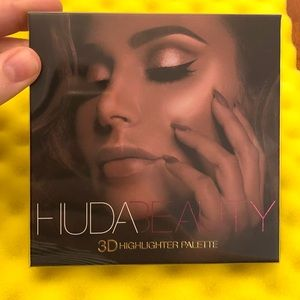 Huda Beauty 3d highlighter palette golden sands